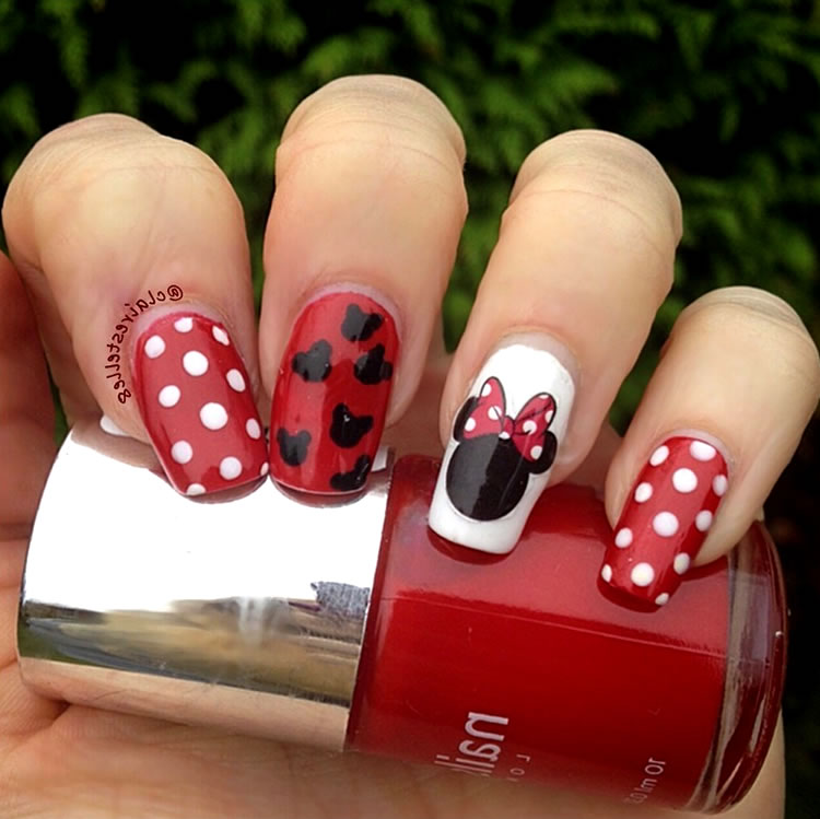 Unhas inspiradas na Minnie Mouse