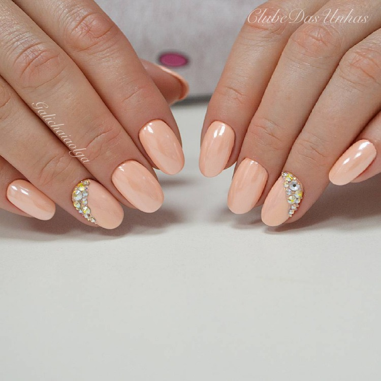 20 Unhas bonitas e decoradas com Strass