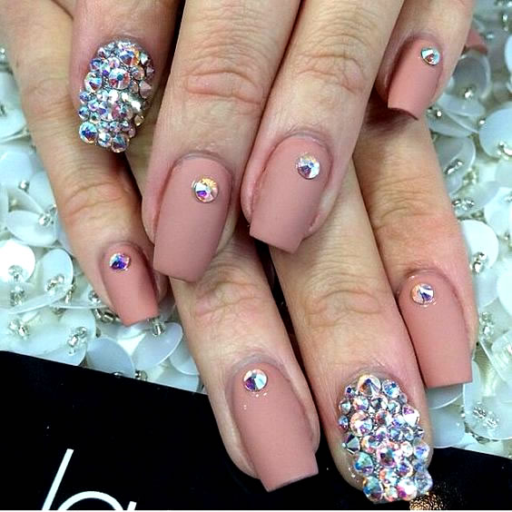 Unhas bonitas e decoradas com Strass