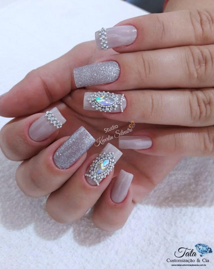 As melhores 31 unhas decoradas com esmalte cinza