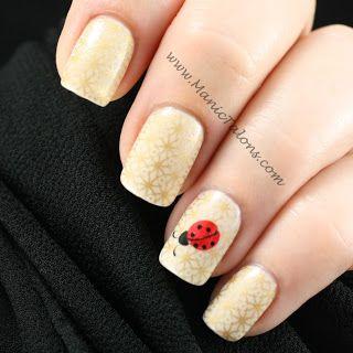 Unhas decoradas com joaninhas