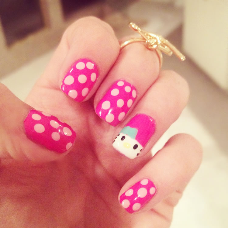 119335-Cute-Hello-Kitty-Dots-Nails