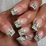 unhas com decoração musical