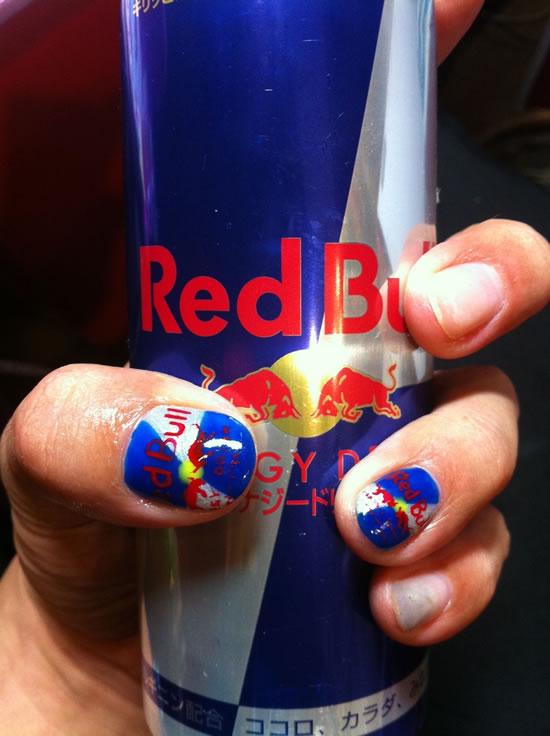 Unhas inspiradas no Red Bull