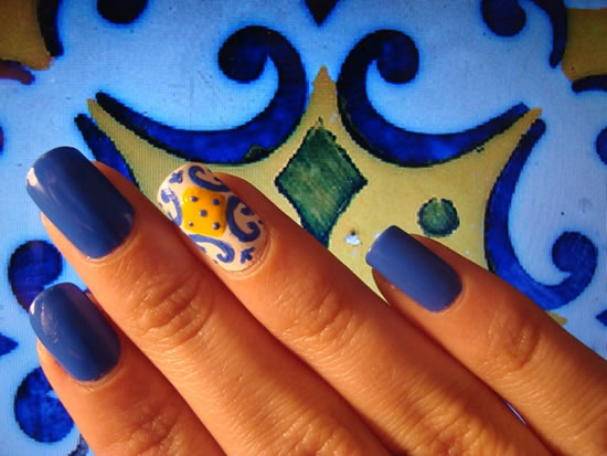 Unhas decoradas com azulejo português