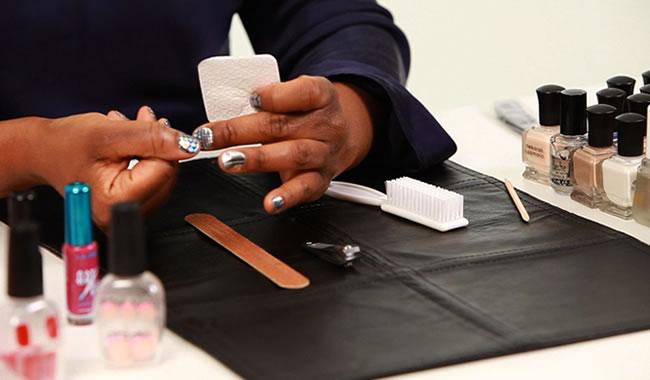 Como fazer as unhas sem tirar as cutículas