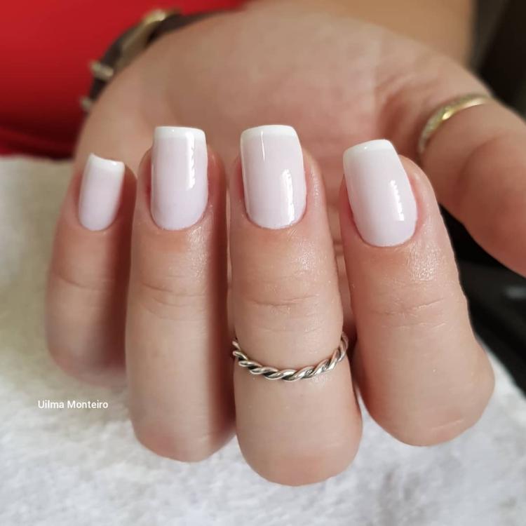 Combinações para unhas francesinhas, veja os esmaltes usados pelas manicures15
