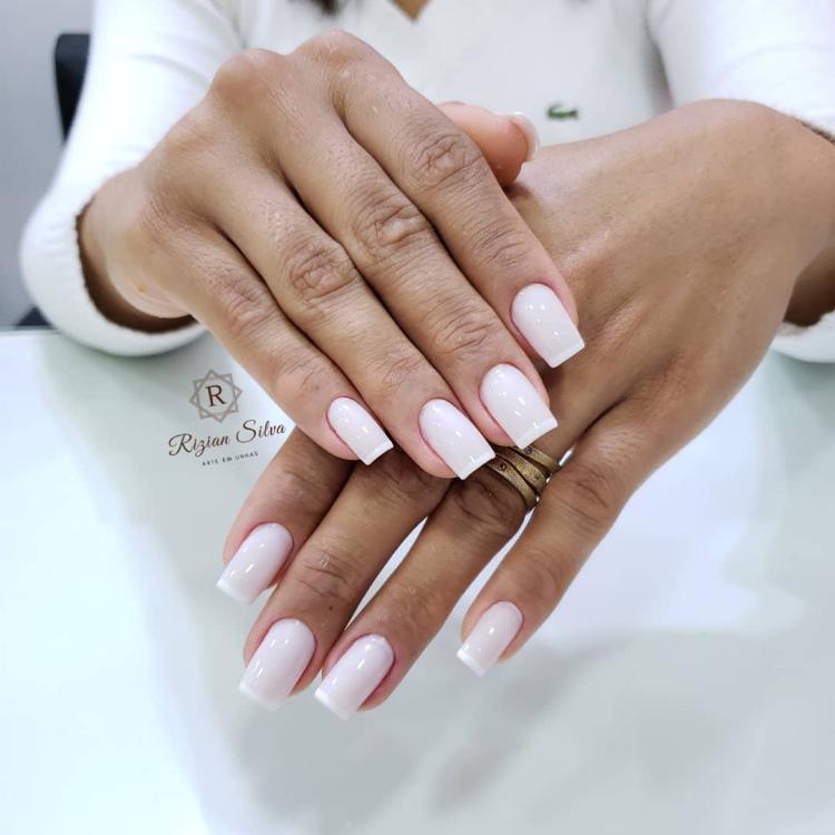 Combinações para unhas francesinhas, veja os esmaltes usados pelas manicures34