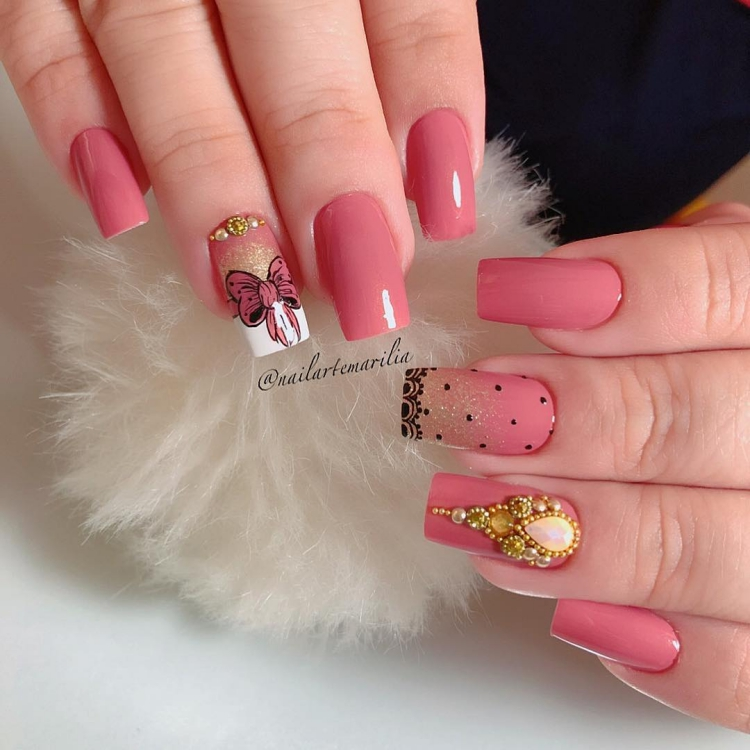 X Modelos de unhas decoradas com esmalte rosa, veja todos