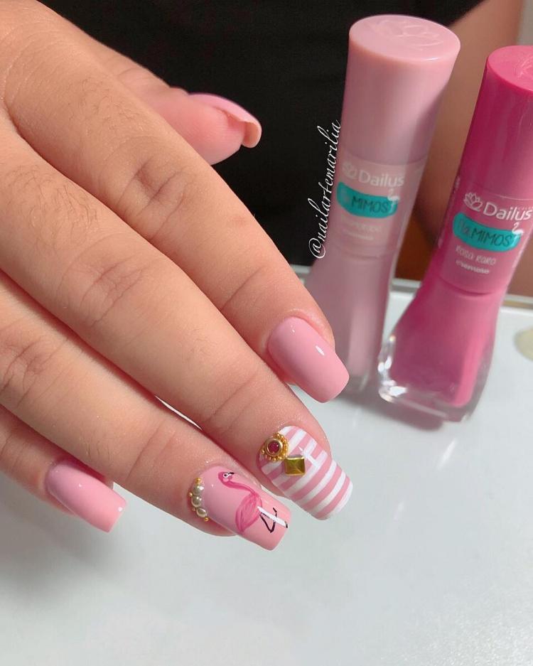 19 Modelos de unhas decoradas com esmalte rosa, veja todos41