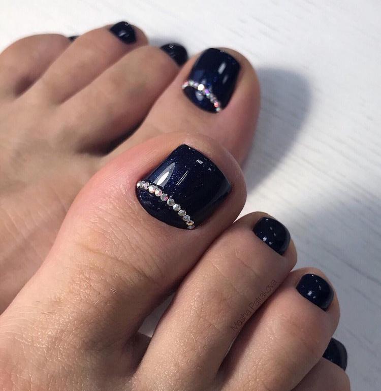Unhas dos pés deslumbrantes para o ano novo