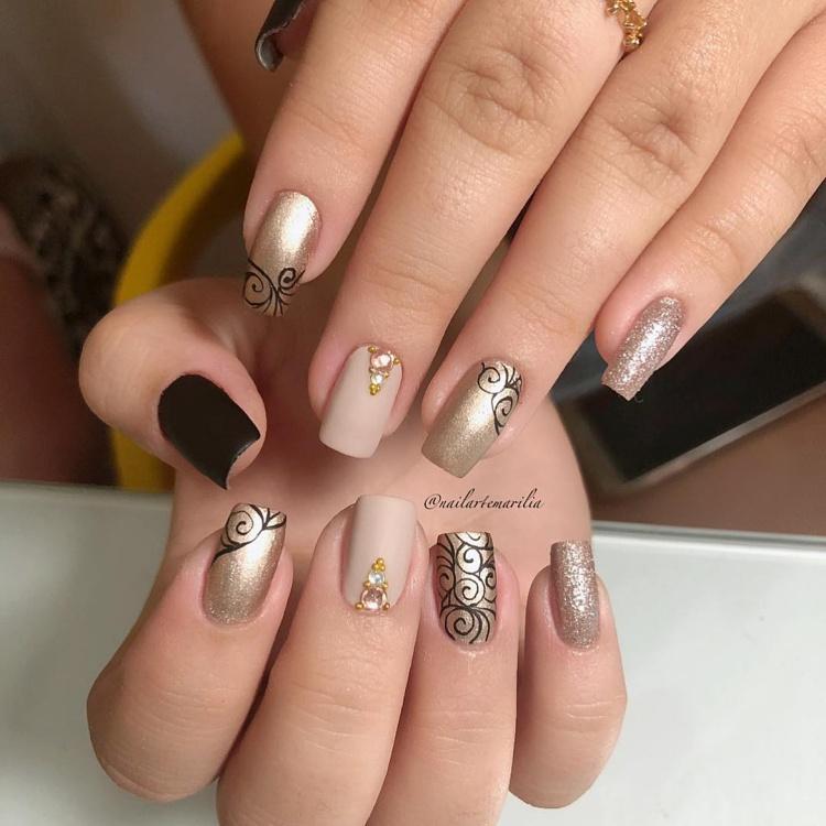 Ideias de unhas com Glitter para você arrasar