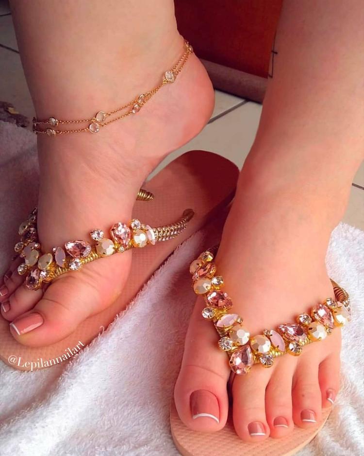 Melhores modelos de unhas dos pés que toda a manicure deveria saber decorar11