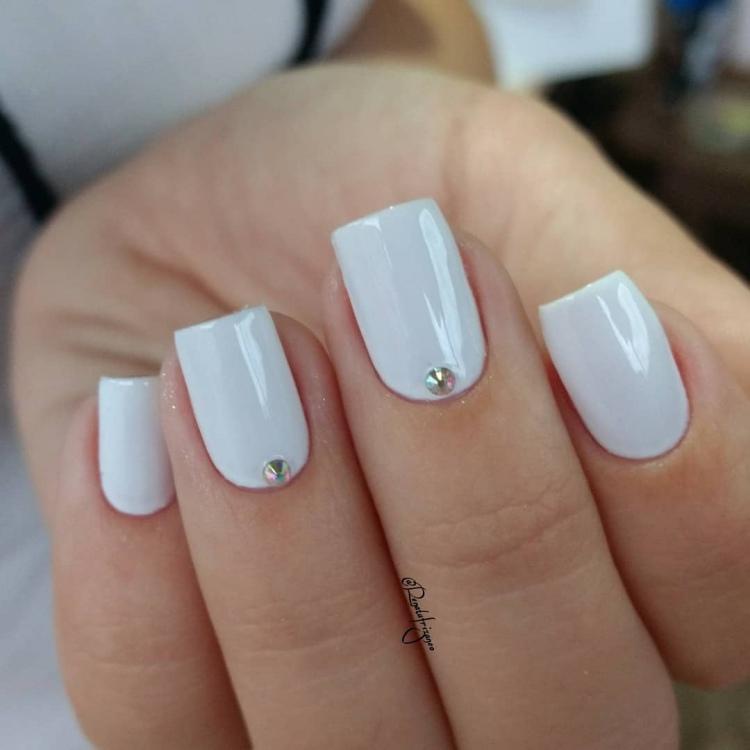 22 Unhas pintadas de branco com combinações de esmaltes12