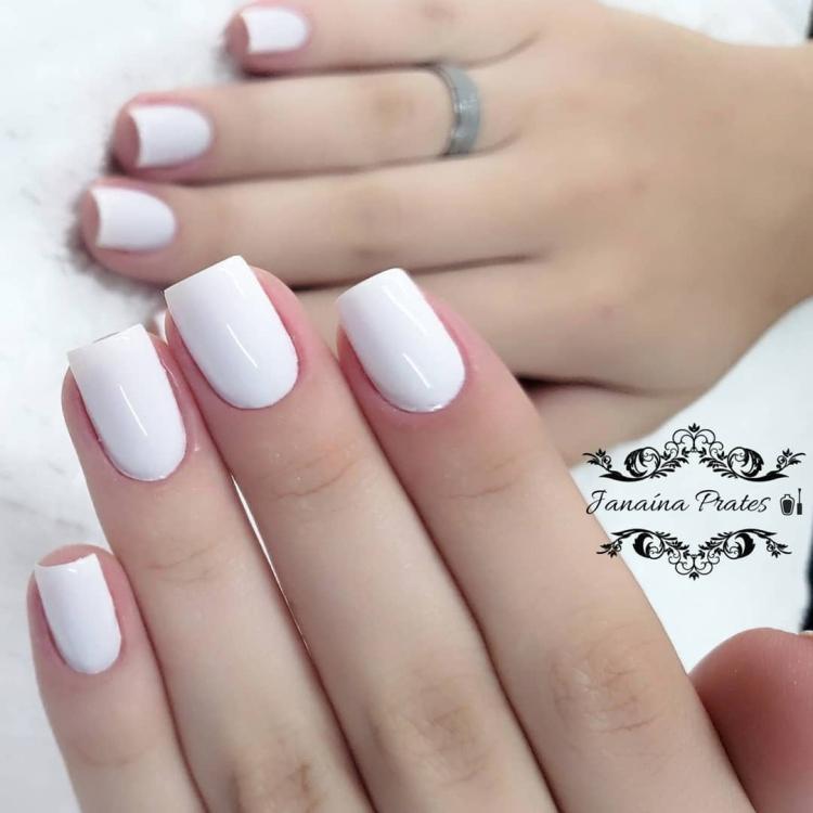 22 Unhas pintadas de branco com combinações de esmaltes23