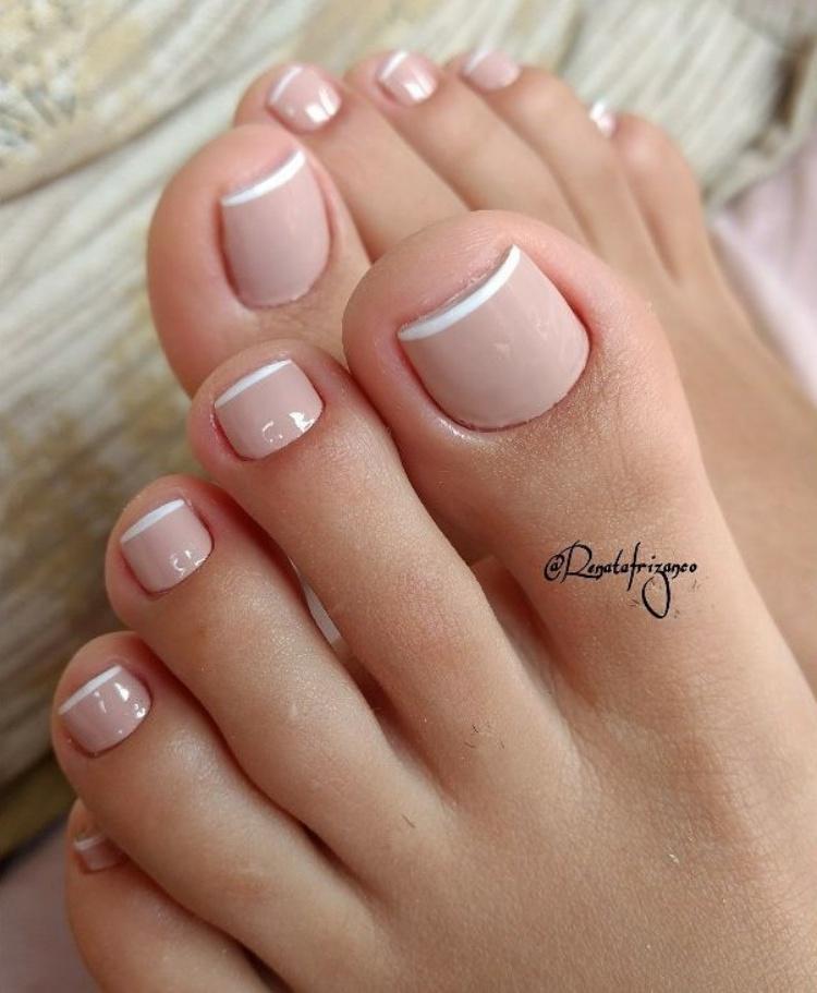 17 Fotos e modelos de unhas dos pés com cor nude
