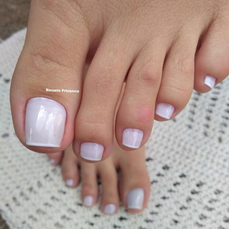 Francesinha no pé com sequencia de esmaltes