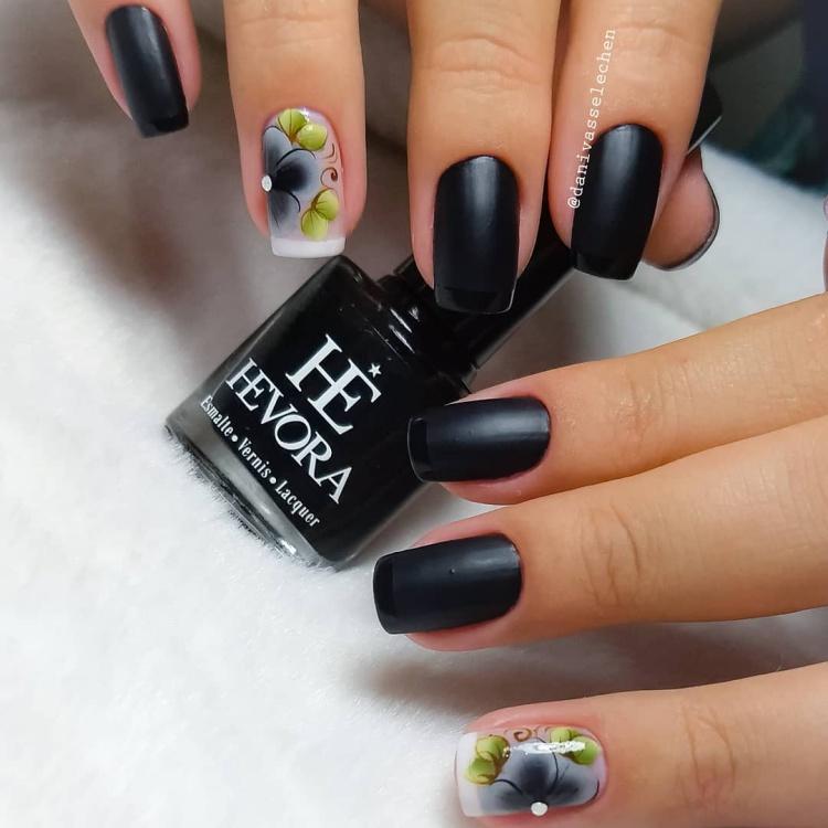 Unhas Esmaltadas na cor preto, vejam todas as melhores fotos