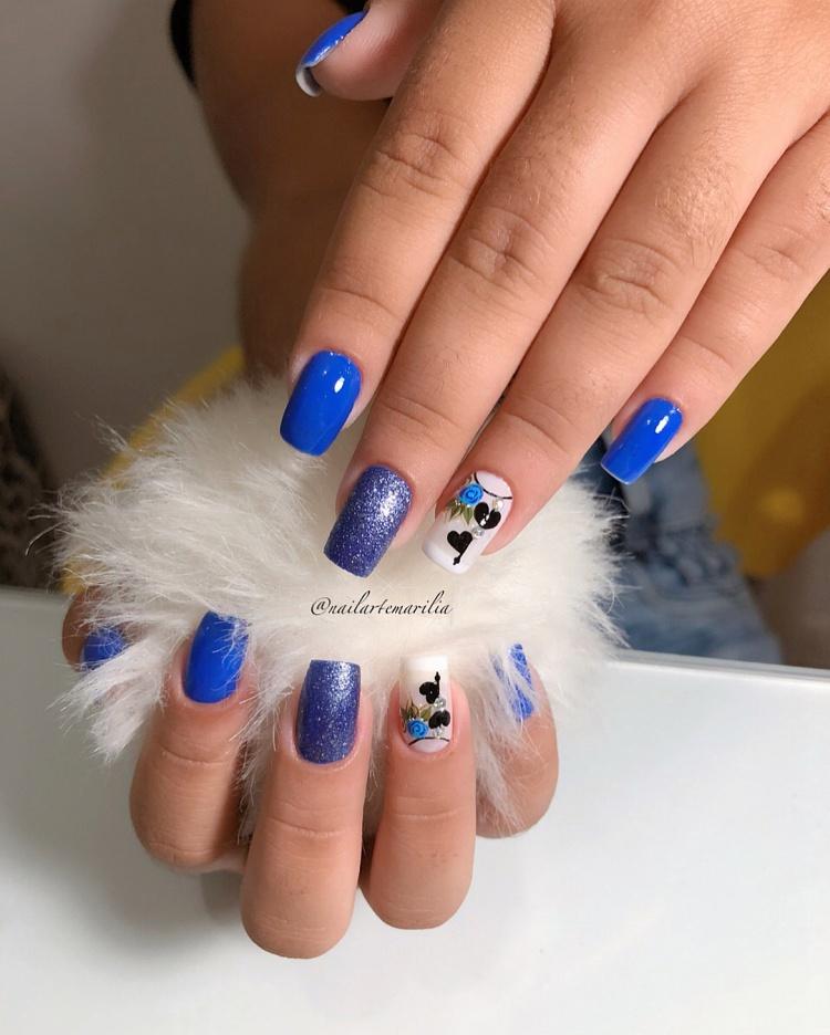Unhas esmaltadas de azul, veja as diversas cores