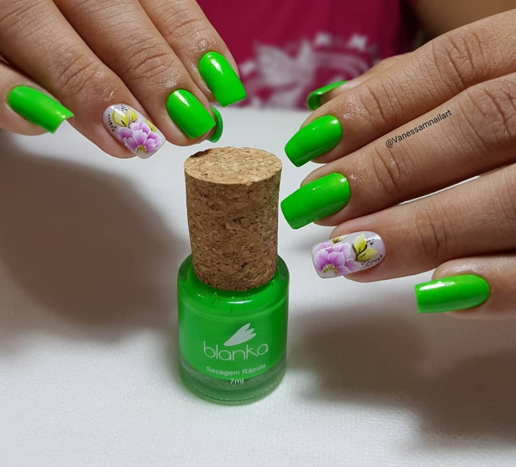 Ideias de Unhas decoradas com esmalte verde