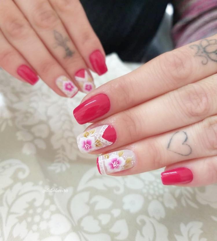 Decorações de unhas com desenhos e fitas