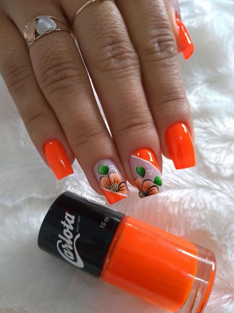 Unhas com esmalte laranja21