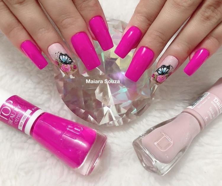 Unhas com esmalte rosa109