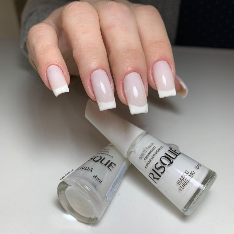 Unhas com esmalte Branco315