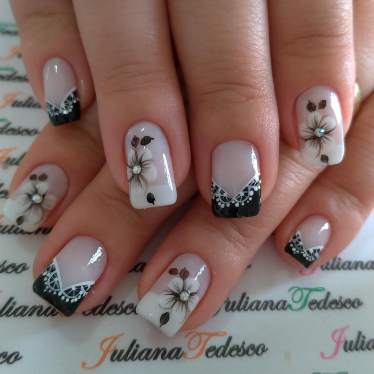 25 Unhas decoradas com esmaltes brancos e esmaltes pretos