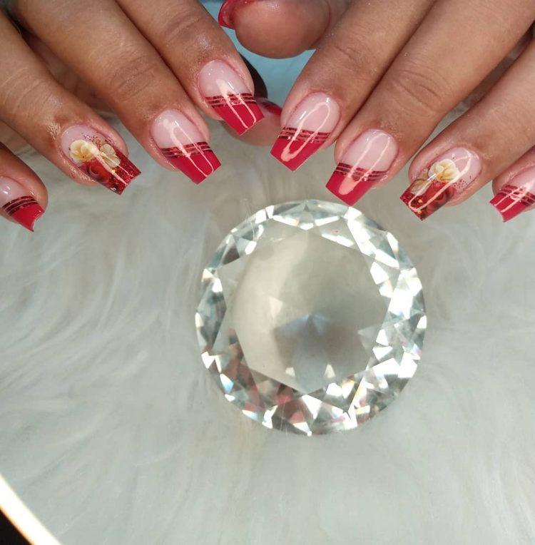 Ideia para decorar unhas, conheça as fitinhas metalizadas
