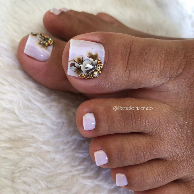 Unhas dos pés com joias727