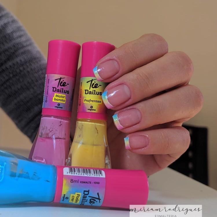 Unhas Tie Dye