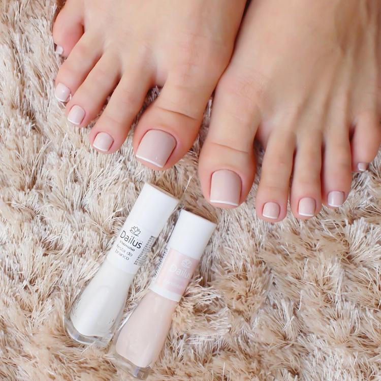 20 Unhas dos pés com diferentes esmaltes