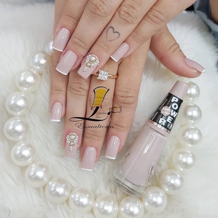 Modelos de unhas decoradas brilhosas para noivas