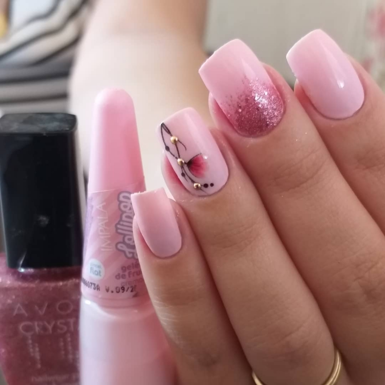Unhas com esmalte Rosa16